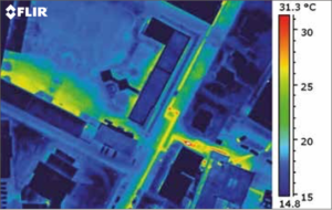 une image thermique prisFuites d'énergie dans un système de chauffage urbain.
